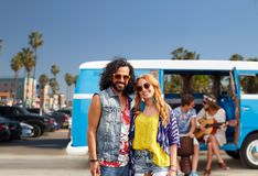 Les couples hippies au-dessus du monospace à Venise échouent en La Photos libres de droits