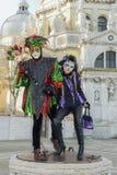 Couples masqués au salut de Della de basilique Image libre de droits