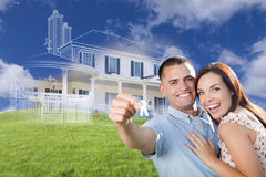 Les couples militaires tenant des clés de Chambre avec le dessin de Chambre de Ghosted soient Image libre de droits