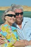 Les couples pluss âgé ont un tour dans un bateau Photographie stock libre de droits