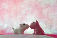 Les couples poursuivent avec le coeur Image libre de droits