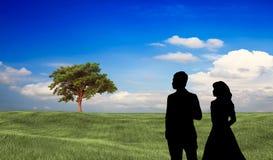 Les couples se tiennent là avec le fond gentil Photographie stock libre de droits