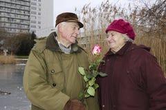Les couples supérieurs le jour de valentines Photographie stock libre de droits