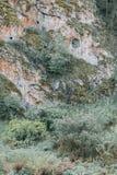 Les courbures de la rivière et des belles falaises images stock