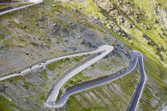 Les courbures de Stelvio Road Image de couleur photo libre de droits