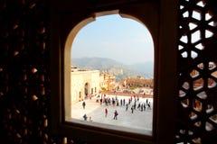 Les cours d'une fenêtre Amer Palace (ou Amer Fort) jaipur Rajasthan l'Inde Photographie stock libre de droits