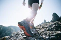 Les courses sportives d'homme fort traînent ultra le marathon Image stock
