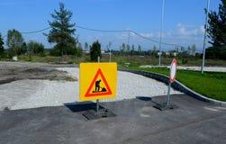 Les courses sur route signent pour des travaux de construction de Sofia, Bulgarie, septembre 18, 2014 Image stock