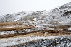Les crêtes de montagne à la source thermale Images libres de droits