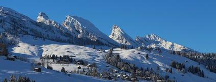 Les crêtes uniques du Churfirsten s'étendent en hiver Photographie stock libre de droits