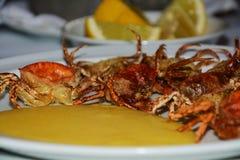 Les crabes et les citrons de Shell ont brouillé le fond Photos libres de droits
