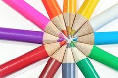 Les crayons colorés ont placé sur le blanc Photo stock