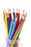 Les crayons colorent sur le fond blanc Image libre de droits