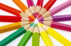 Les crayons colorent sur le fond blanc Photo libre de droits