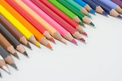 Les crayons colorent sur le fond blanc, groupe de couleur de crayons Image stock