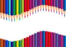 Les crayons de couleur ondulent au-dessus du blanc Image libre de droits