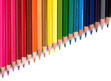 Les crayons multicolores ont placé d'isolement sur un fond blanc Images libres de droits