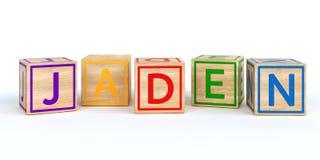 Les cubes en bois d'isolement en jouet avec des lettres avec le nom jaden Photo stock