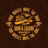 Les cyclistes de vintage d'or badge sur la texture en bois Photos stock