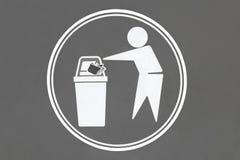 Les déchets d'endroit ici signent en parc public de ville illustration libre de droits