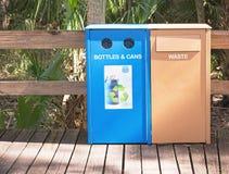 Les déchets et réutilisent des boîtes Images stock