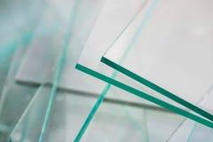 Les déchets pointus de verre à vitres pour réutilisent, attendant le transport photo stock