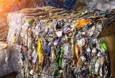 Les déchets pressés, bouteilles en plastique, plan rapproché, ont pressé des déchets photos stock