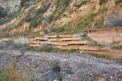 Les déchets sont partis dans les montagnes photos libres de droits