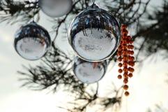Les décorations d'arbre de Neuf-An photo stock