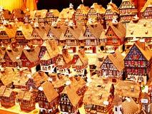 les décorations de copie de Noël orientent l'arbre rouge de l'espace de grand ornement d'or photos libres de droits