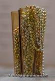 Les décorations de Noël dans le vase jaune Photographie stock libre de droits
