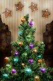 les décorations de Noël de fond ont isolé le blanc d'arbre Image libre de droits