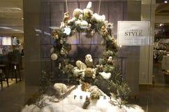 Les décorations de Noël de thanksgiving autoguident la fenêtre de magasin de deco Photographie stock