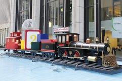 Les décorations de Noël près du point de repère de New York City transmettent par radio le théâtre de variétés de ville Images libres de droits