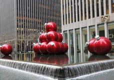 Les décorations de Noël près du point de repère de New York City transmettent par radio le théâtre de variétés de ville Photos stock