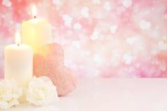 Les décorations de Valentine avec un fond éclatant lumineux Photo stock