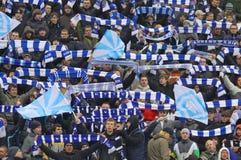 Les défenseurs d'équipe de Dynamo Kiev affichent leur support Photographie stock libre de droits