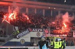 Les défenseurs de FC Besiktas brûlent les incendies Image stock