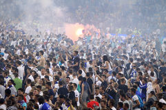 Les défenseurs du football s'épuisent dans le lancement Photographie stock