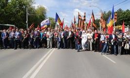 Les défenseurs Pro-russes arrivent au mémorial de Chisinau Photographie stock libre de droits