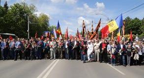 Les défenseurs Pro-russes arrivent au mémorial de Chisinau Image stock