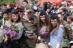 Les défenseurs Pro-russes arrivent au mémorial de Chisinau Photos stock