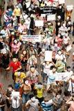 Les démonstrateurs de V anti-gouvernement pour des groupes de la Thaïlande portent des masques de Guy Fawkes. Images libres de droits