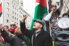 Les démonstrateurs Pro-palestiniens contestent la brigade juive Images libres de droits
