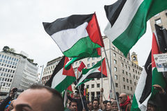Les démonstrateurs Pro-palestiniens contestent la brigade juive Photos stock