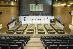 les députés d'état discutent les lois dans l'assemblée législative images stock