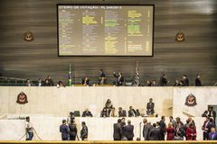 les députés d'état discutent les lois dans l'assemblée législative image stock