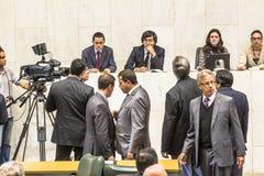 les députés d'état discutent les lois dans l'ensemble législatif de l'état de Sao Paulo photos libres de droits