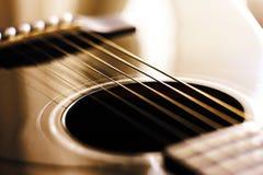 Les détails de la guitare dans la sépia de tonalité photographie stock libre de droits