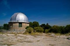 Les dômes des vieux observatoires d'Athènes image libre de droits